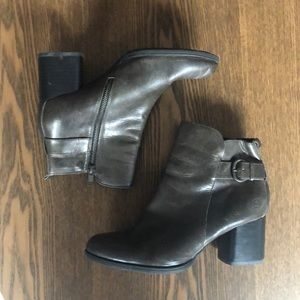 Born leather booties heeled size 9.5
